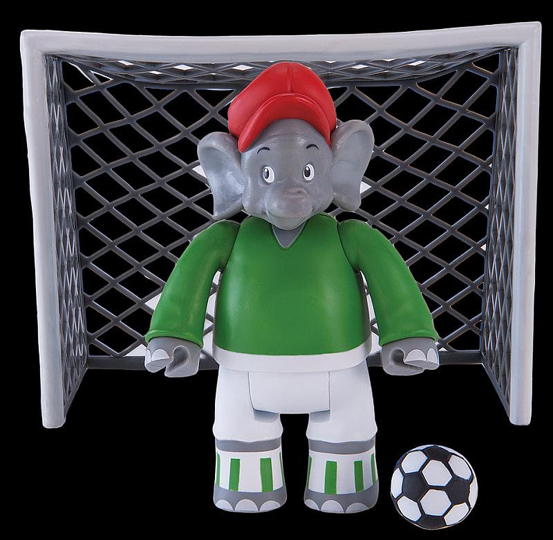 Benjamin Blümchen Figur als Fußballspieler